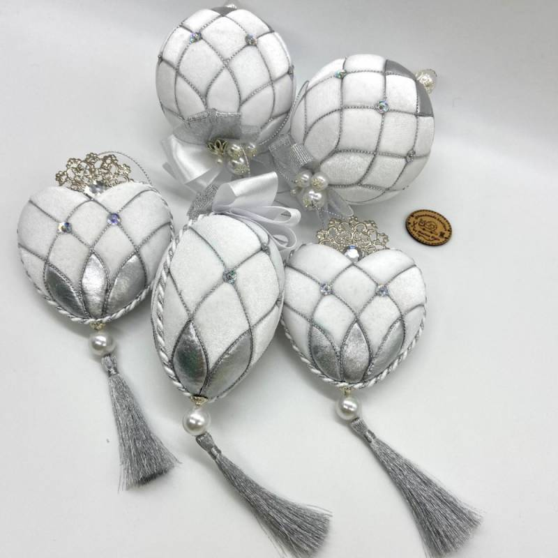 Weiß-silberner, handgemachter Weihnachtskugel Set aus Samt