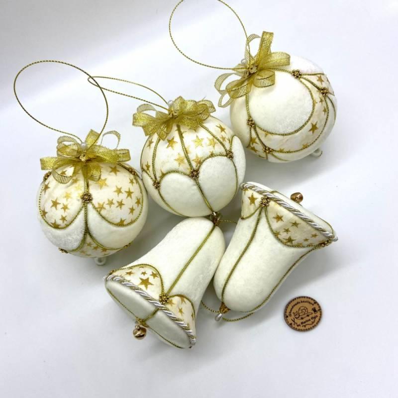 Weiß-goldener, handgemachter Weihnachtskugel Set aus Samt