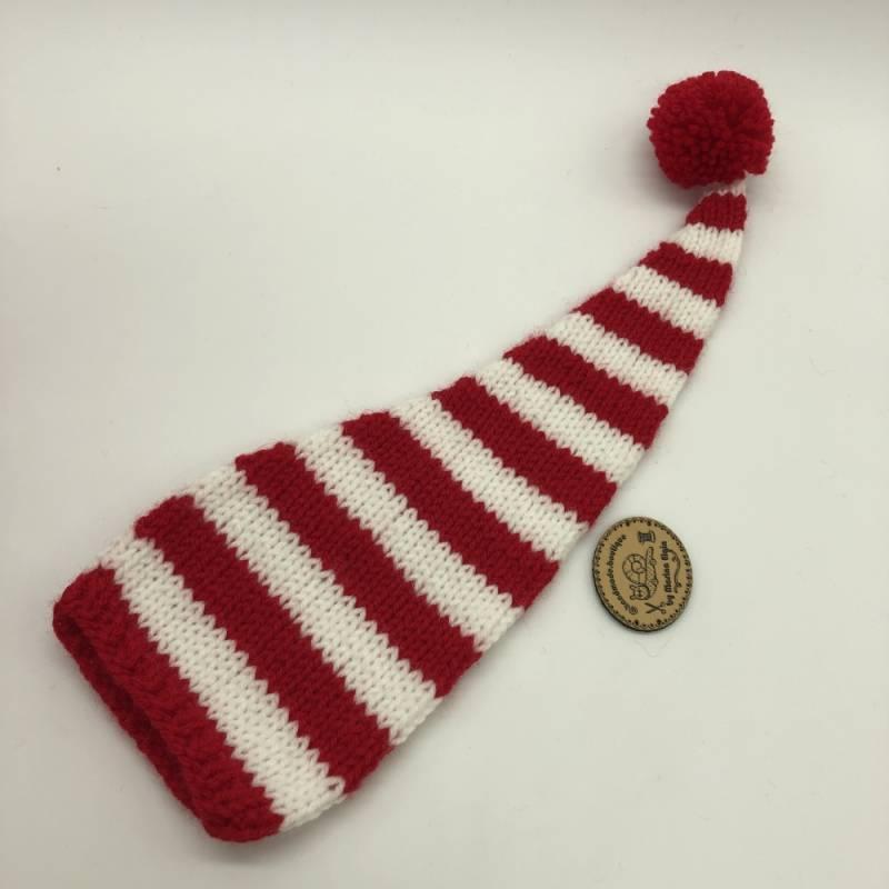 Rot weiß gestreifte Mütze mit rotem Pompon