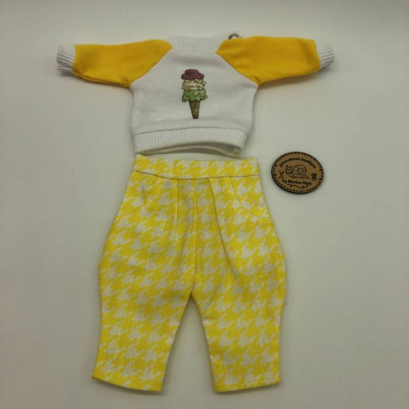Yellow cargo pants and sweatshirt with icecream