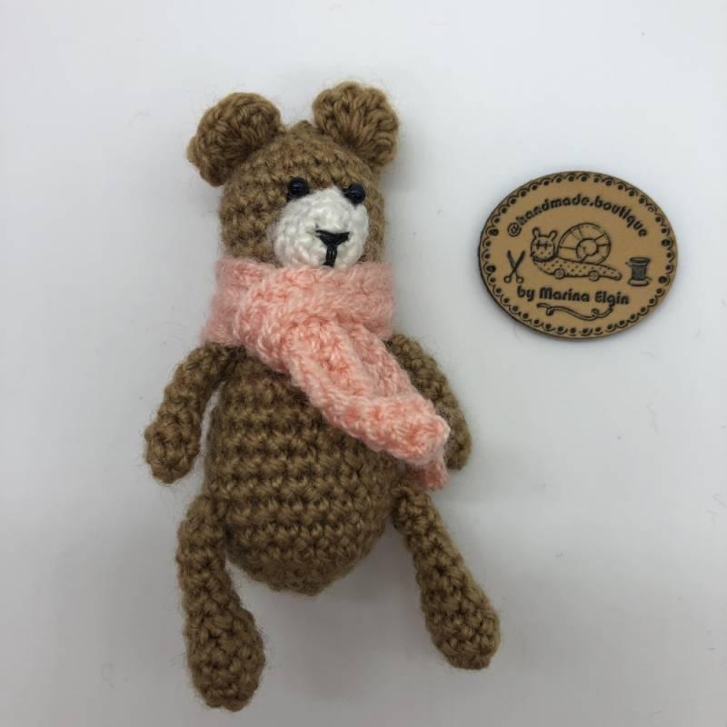 Brauner Bär mit rosa Halstuch