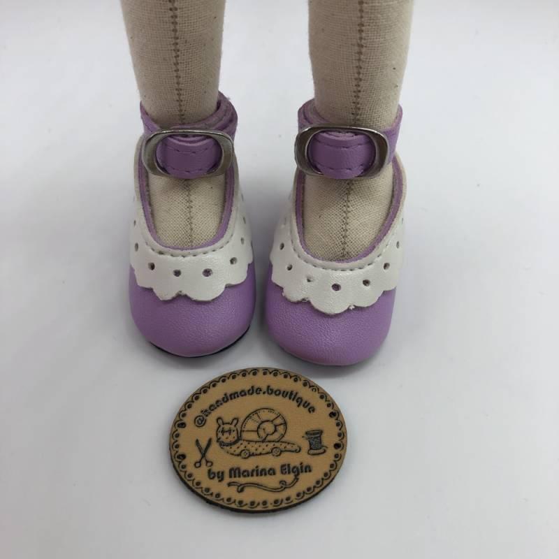 Violette Schuhe