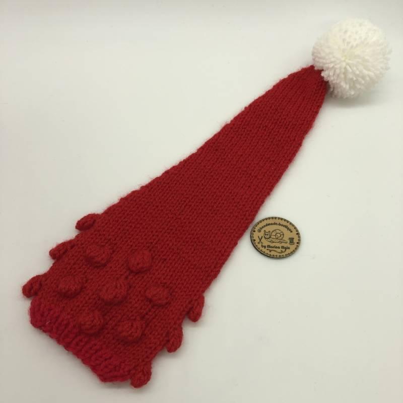 Rote Mütze mit weißem Pompon