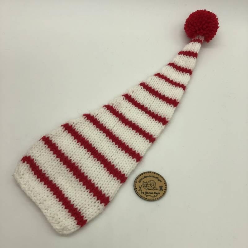 Weiße Mütze mit mittel breiten, roten Streifen und rotem Pompon