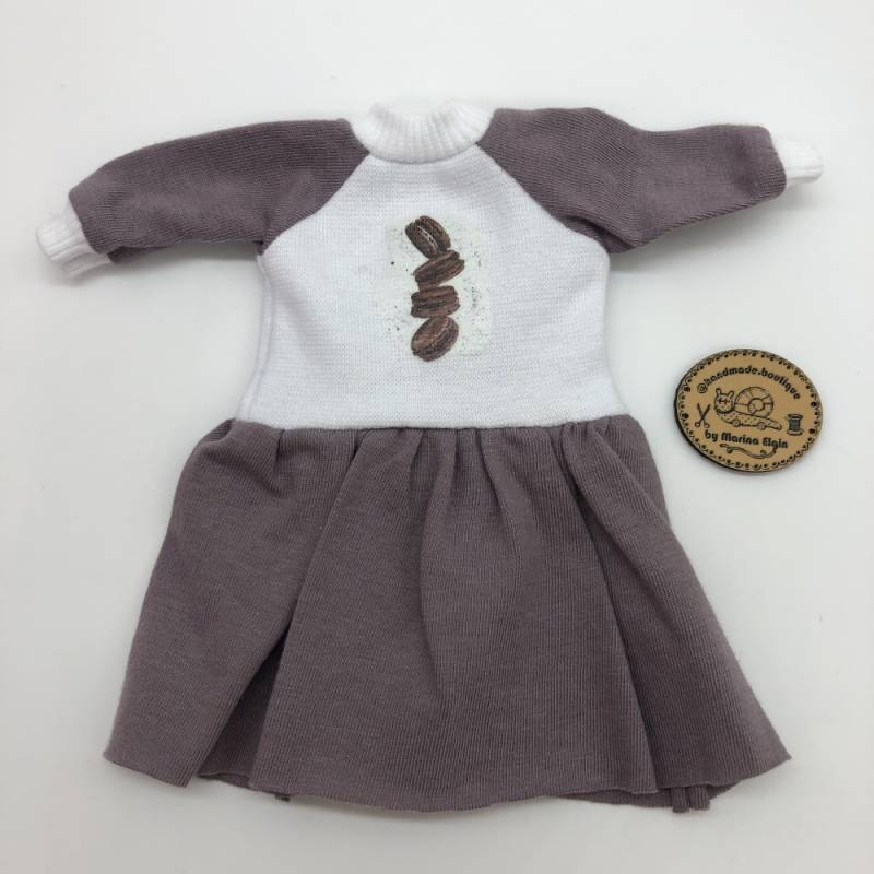 Taupe gray dress with cookies