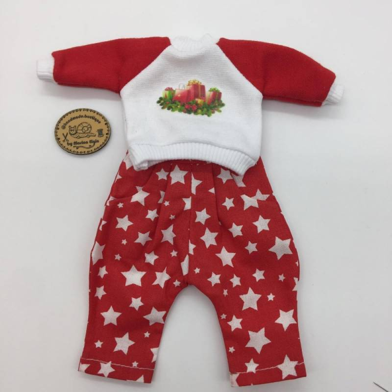 Red trousers with stars and sweatshirt with gifts